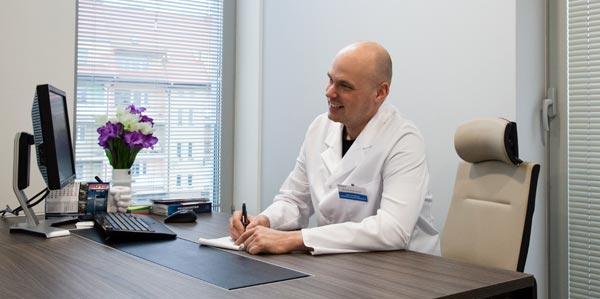 dr Michał Piotrowiak chirurg plastyczny Meritum Centrum Medyczne